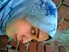 arab meisje zoenen vriendje