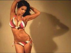 Denise Milani in Hepsi Sexy Bikini - non çıplak