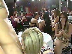Dancers saavat blowjobs klubi