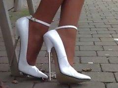 Business girl, bas chair, escarpin blanc 16 cm