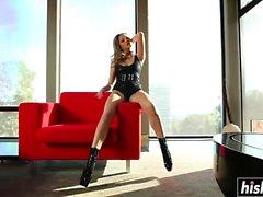 Jenna Haze kuluu kuuma kengät, kun masturboi