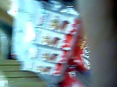Culito de rubia en fila (1-2)