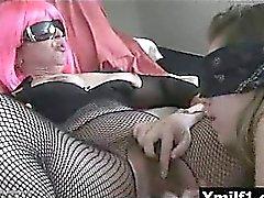 Cornée juteux du vagin hilares mûr livrent à une implacable baisée