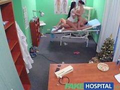 Fake Hospital Sexy nurse fogar läkarens och rengöringsmedel för trekant