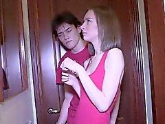 Luscious Teen Paige da una succión de polla