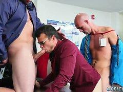 Los nalgadas gay gay ¿El yoga desnudo motiva más de