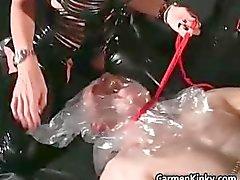 Oudere man is seks slaaf van twee vuile part2
