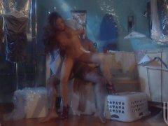 Kaylani Lei ruft ihre heiße asiatische Pussy ausgestreckt