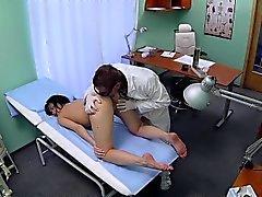 FakeHospital Paciente le gusta por detrás con su médico