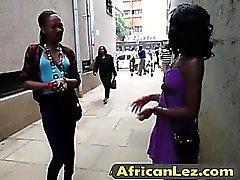 bebés africanos que tienen sexo lésbico salvaje en el baño