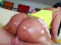 Kiara Mia planta su culo gordo América en su pene y rebota