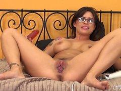 Brunette nerdy avec des seins étonnants grosse Eva Angelina plaît son arraché