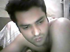 Pakistaanse grote pik geile vent naakt op webcam