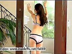 Eliana _ Cute amateur Babe poseren en toont ons haar sexy lichaam