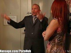 Cheats marido com Masseuse com a esposa na sala!