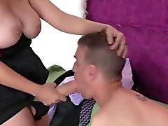 Chicas fuck stud agujero anal con monstruo strap-ons y la explosión