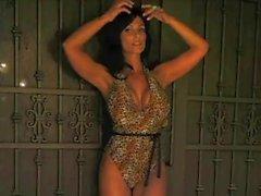 Reizvolle Denise Milani Tigerin - Nicht nackte