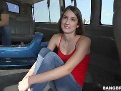 Ayn Marie se folla en el autobús