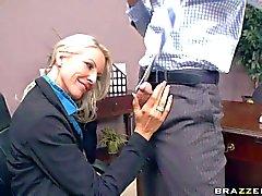 Große Brüste h Geschäftsführer Emma wird hart gefickt Johnny