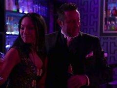 AAS Akira y de Kaylani Lei obtener la orgía iniciaron en el bar del