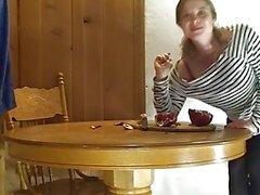 amateur gros seins doggy style big- enormes petit-déjeuner table