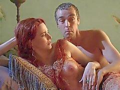 Lucy Lawless Pronken haar tieten In A Zie thrugh Top