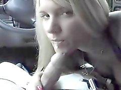Cabeça de adolescente em carro