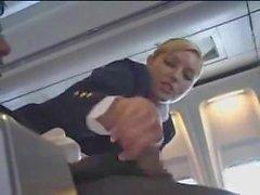 Lentoemäntä auttaa masturbation kyseiselle lennolle
