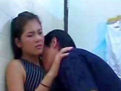 Rondborstige Thaise tiener Natt Chanapa in hardcore scene