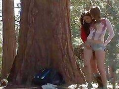 Faye Reagan und die Georgia Jones im Holz