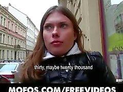 Curioso Checa morena está convencido de foder para um maço de dinheiro