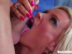 Slutty Blonde Ev Hanımı Elmas Foxxx Pierce Pussy
