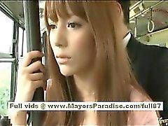 In Rio asiatischen Teen Babe bekommen ihre haarige Pussy liebkoste auf dem Bus