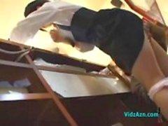 Aziatische meisje Fingered Terwijl Serving Klant Geven Blowjob In The Back Of The Buffet