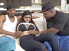 Sweet hottie chick Mia Khalifa loves fucking