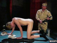 Cumshot ile dövme askeri fetiş