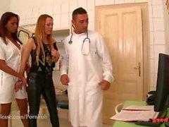 Blue Angel ve Katia de Lys'in kliniğinde vahşi üçlüleri var.