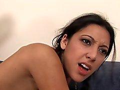 Mager meisje neukt haar BBC stiefvader .
