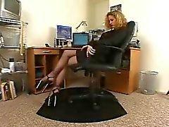 Geile secretaresse zwarte panty hoge hakken solo