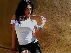 Denise Milani a dans l'écharpe sexy de - sans nude