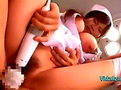 Rondborstige verpleegster geneukt door dokter Cum Om tieten pik zuigen Op De Stoel In De operationeel Roo