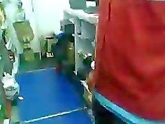 Mexikan flicka som blowjob på arbetsplatsen