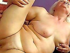 Vilain Busty graisse de mamie fait baiser