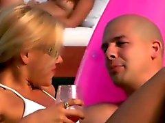Amateur Fiestas conseguir rizado un fiesta de playa