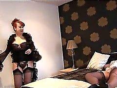Lésbica adultos de seios grandes fecham acima buceta lambendo