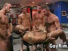 Homosexuales la esclavitud Orgía En el almacén