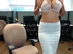 Real bhabhi indio se masturba en la oficina pública en el trabajo