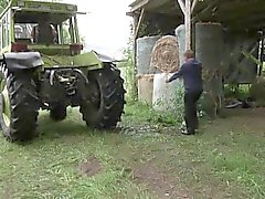 Gemurmel und Vater zu sehen Ficken in den Ferien auf dem Bauernhof