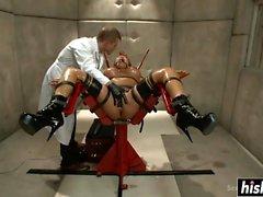 Ava Devine genießt einige BDSM Aktion