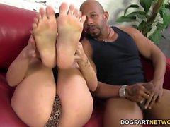 Eva Angelina runkar BBC i hennes sexiga fötterna